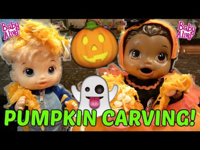 BABY ALIVE CARVES a PUMPKIN! The Lilly and Mommy Show. The TOYTASTIC Sisters. FUNNY KIDS SKIT!
