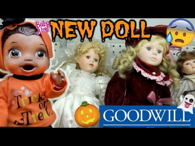 BABY ALIVE gets a NEW DOLL... HALLOWEEN EDITION! The Lilly and Mommy Show! FUNNY KIDS SKIT.