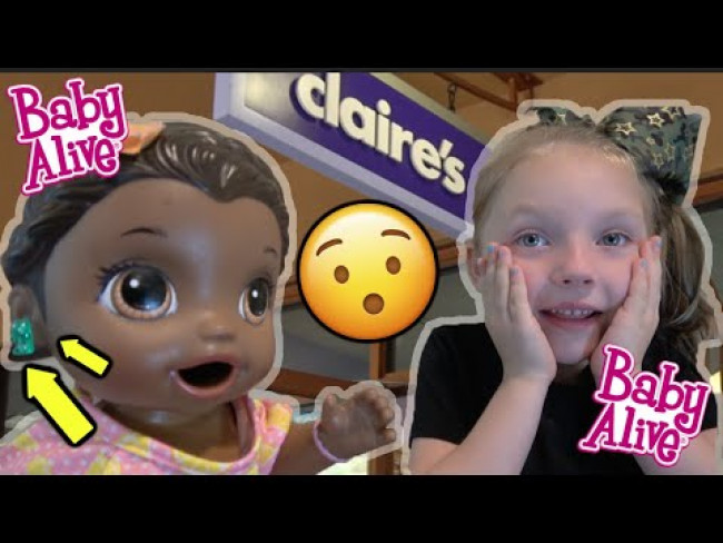 BABY ALIVE gets her EARS PIERCED! TRIP to CLAIR'S! The Lilly and Mommy Show! The TOYTASTIC Sisters!