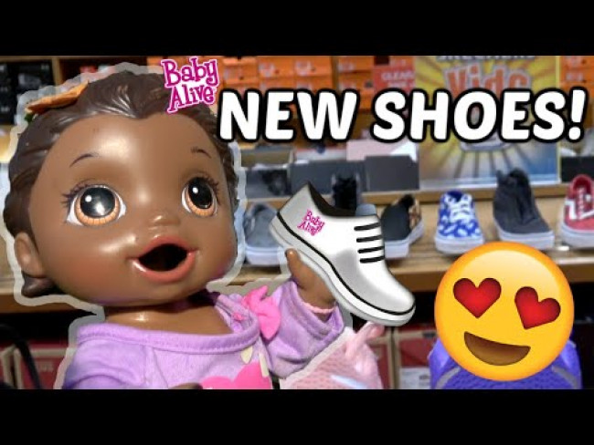 BABY ALIVE gets NEW SHOES! The Lilly and Mommy Show! The Toytastic Sisters. FUNNY KIDS SKIT!