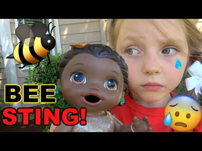 BABY ALIVE gets STUNG by a BEE! The Lilly and Mommy Show! The TOYTASTIC Sisters. FUNNY KIDS SKIT!