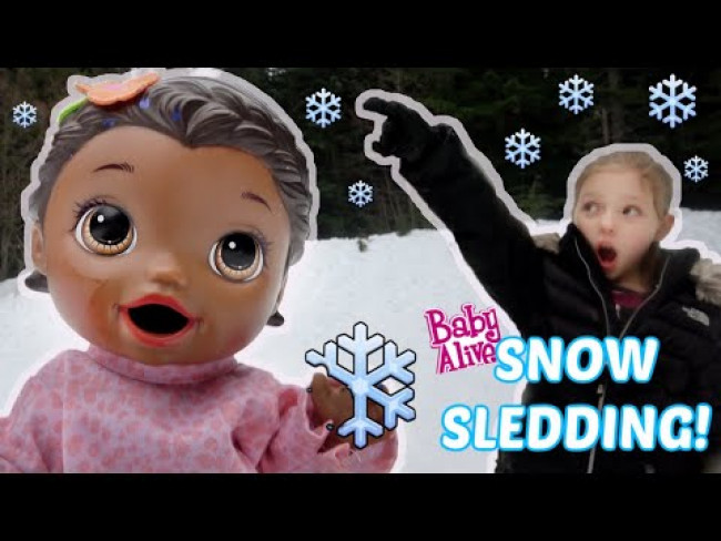 BABY ALIVE goes SLEDDING! The Lilly and Mommy Show! The TOYTASTIC Sisters. FUNNY KIDS SKIT!