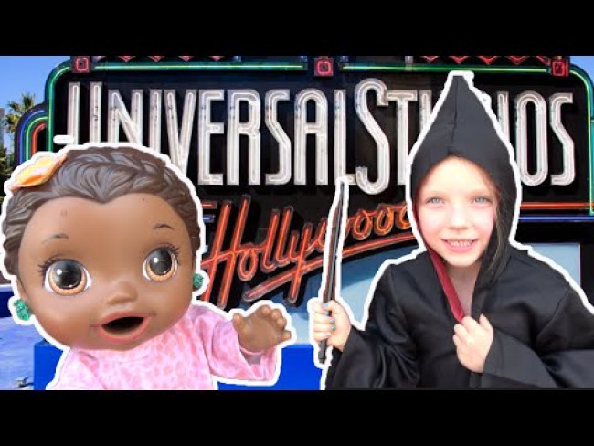 BABY ALIVE goes to UNIVERSAL STUDIOS HOLLYWOOD! The Lilly and Mommy Show! FUNNY KIDS SKIT!