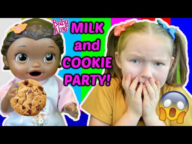 BABY ALIVE has a MILK and COOKIE PARTY! ROBLOX EDITION! The Lilly and Mommy Show! FUNNY KIDS SKIT!