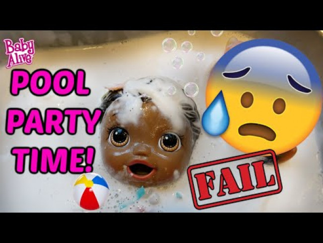 BABY ALIVE has a POOL PARTY! The Lilly and Mommy Show! The TOYTASTIC Sisters. FUNNY KIDS SKIT!
