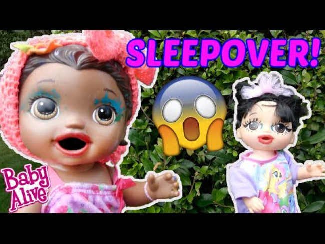 BABY ALIVE has a SLEEPOVER! The Lilly and Mommy Show! The TOYTASTIC Sisters! FUNNY KIDS SKIT!