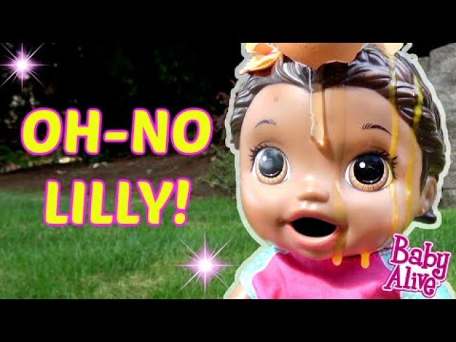 BABY ALIVE makes a MESS! The Lilly and Mommy Show! The TOYTASTIC Sisters. FUNNY KIDS SKIT!