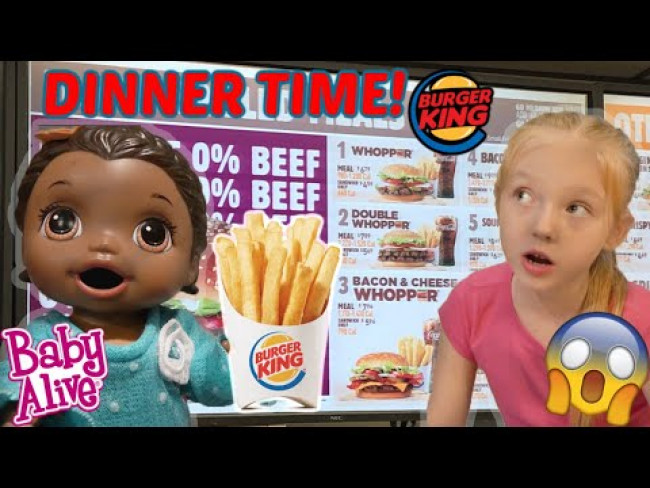BABY ALIVE makes DINNER! The Lilly and Mommy Show! The Toytastic Sisters. FUNNY KIDS SKIT!