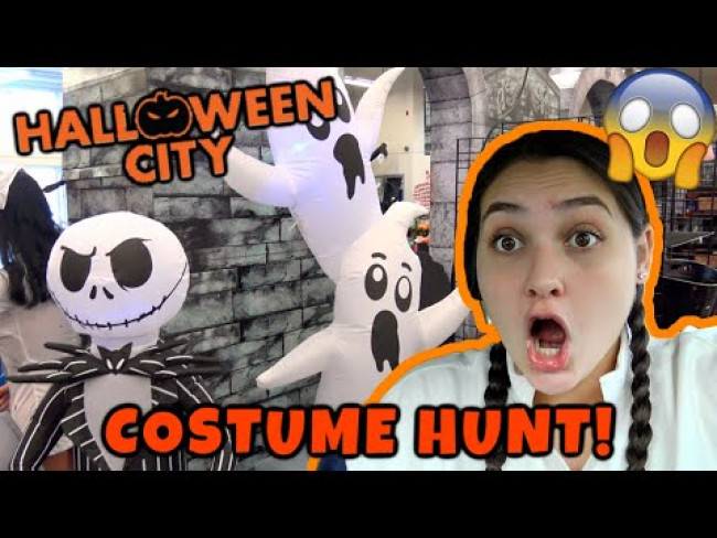 COSTUME HUNTING at HALLOWEEN CITY! 1 HOUR COSTUME CHALLENGE! The TOYTASTIC Sisters. FUNNY SKIT.
