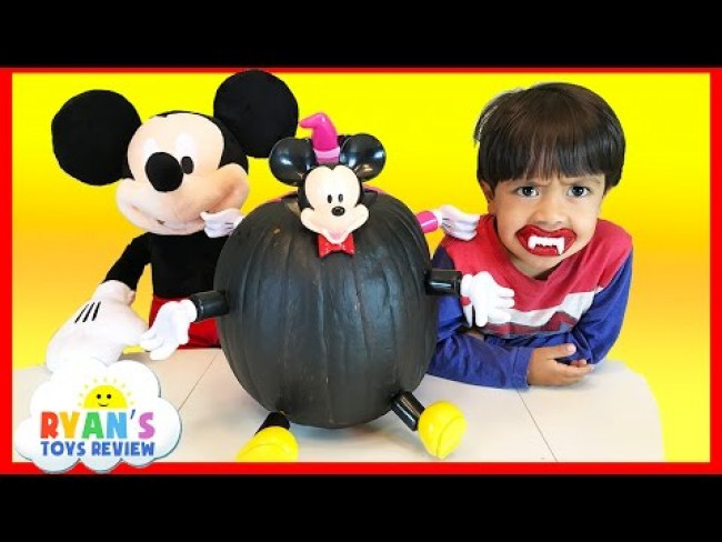 Disney Mickey Mouse and Minnie Mouse Halloween Pumpkin