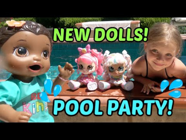 NEW DOLLS have a POOL PARTY with BABY ALIVE! The TOYTASTIC Sisters. FUNNY KIDS SKIT. KINDI KIDS!