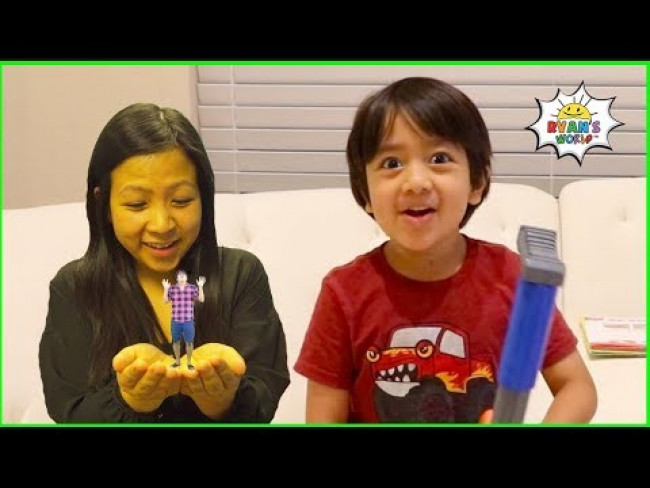Ryan Pretend Play with Small Mommy and Daddy story!!!