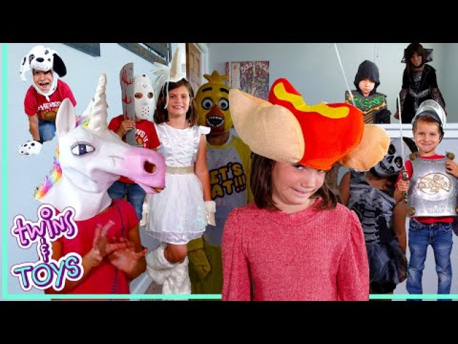 Scary and Funny Costume Fashion Show with Kate & Lilly and BFFs!
