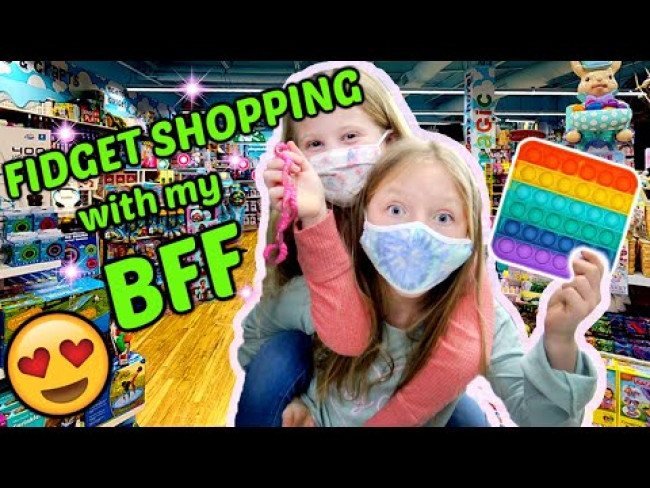 SEARCHING for FIDGETS with KAIA and her BFF! PLAYDATE VLOG! The TOYTASTIC SISTERS!
