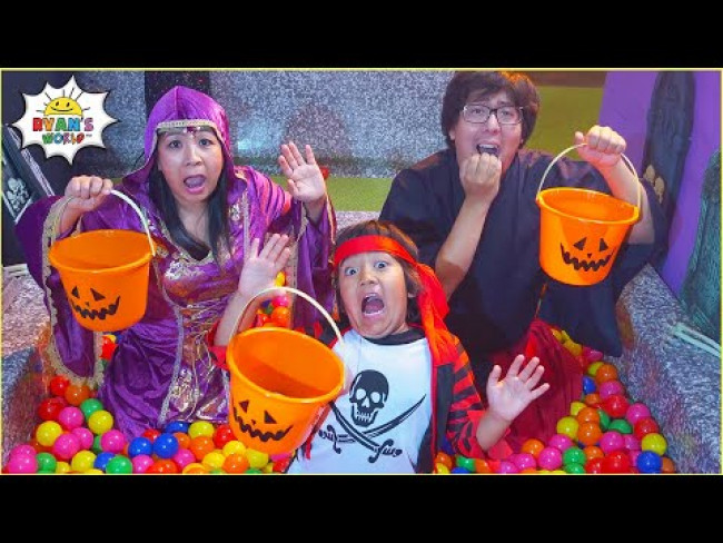 Trick or Treating Halloween Songs for Kids with Ryan's World!!