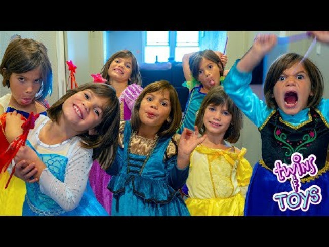 Twins and Toys Princess Fashion Show with Kate and Lilly!