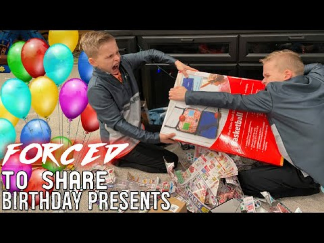 Twins Don't Want to Share 1 Present - HUGE FIGHT